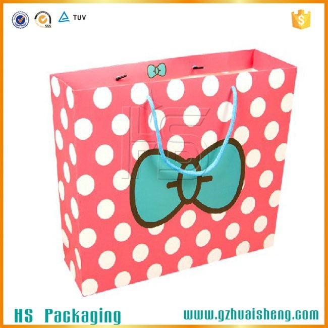 Fashion Design Glossy Art Paper Bag Customized Specification For Shirt Packaging