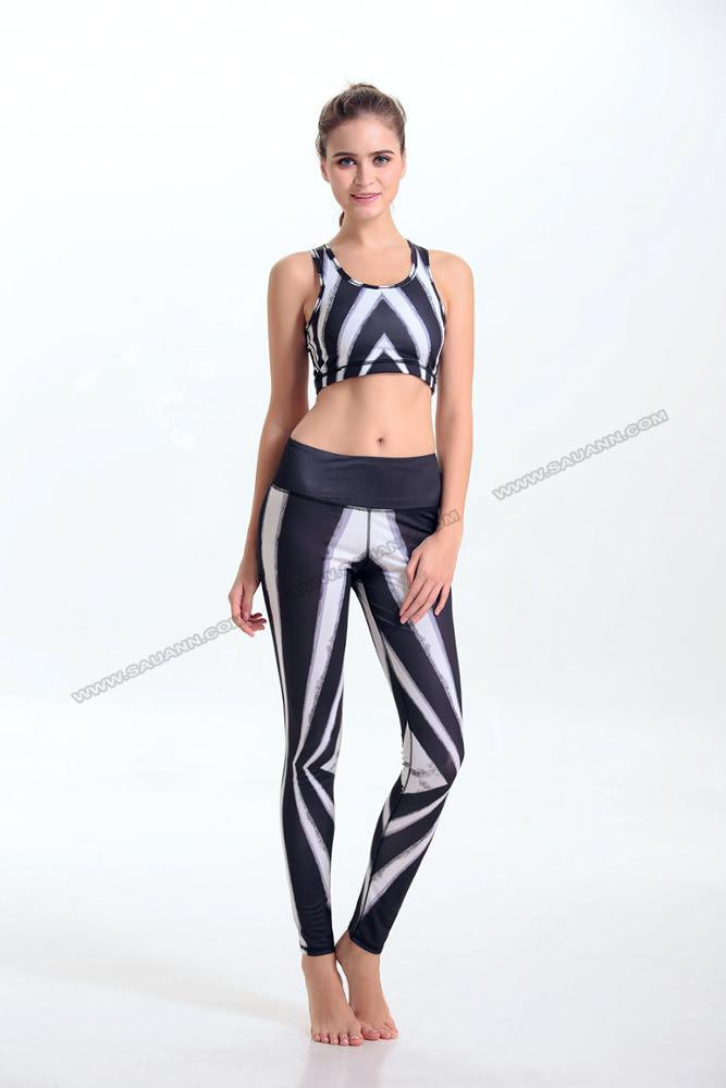 Custom made girls wearing wholesale fitness clothing yoga bra & bottoms set with personal label