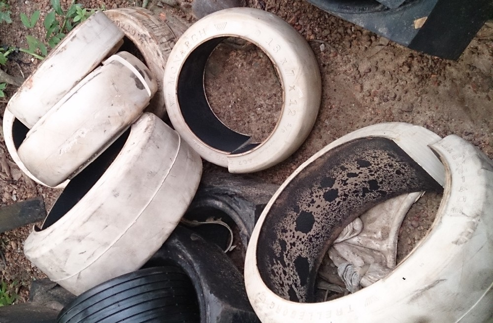 Solid / Canvas Tire / Tyre Waste
