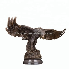 Office table decoration bronze flying eagle wholesale casting bronze eagle sculpture