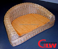 Factory wholesale willow pet bed basket with cushion for dog and cat