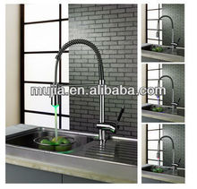 LSK05 2013 The Newest Design Pull-out Kitchen Faucets Spray with LED light
