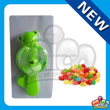 trigger fan frog toy candy