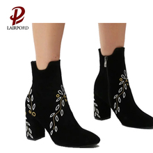 2018 new style hot sale fashion suede shoes women embroider ankle boot factory made in chengdu china