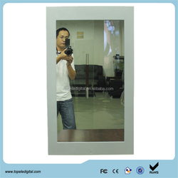 Indoor 32'' wall mounted mirror advertising displayer with motion sensor apply to hotel / bathroom / washroom