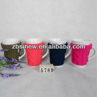 Ceramic coffee mug with knitted sleeve cover