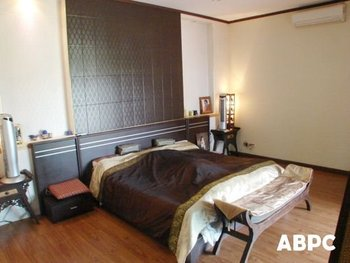Beautiful Asian Style House in Bangsaray for Rent
