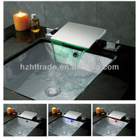 deck mounted dual handle led bathtub faucet aerators