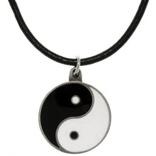 Best selling fashion factory product enamel white and black round shaped pendant yin and yang