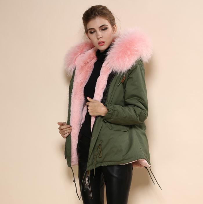 Abrigo verde pelo rosa