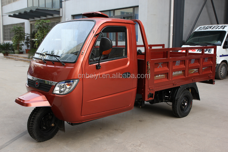 Chongqing manufacture car electric tuk tuk tricycle motorcycle closed cabin tricycle adults motorcycle car for cargo