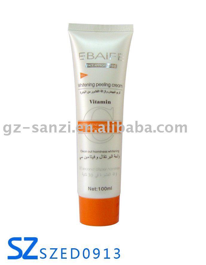 La crème blanchissant les taches de pigment dans la pharmacie