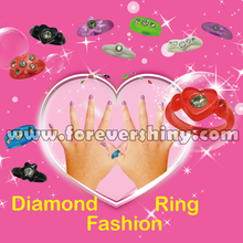 Custom Design Crane Novelty Girls Party Jewelry Small Gashapon Egg Toys Fashion Plastic Ring with Capsule