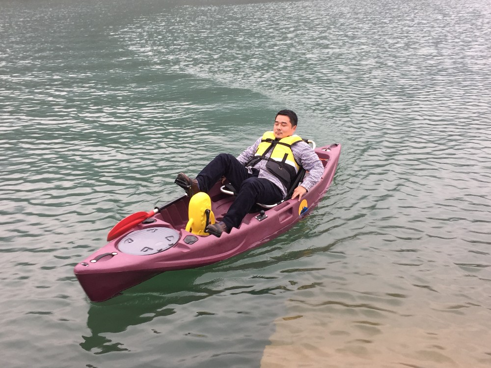 Single foot pedal kayak hands free fishing boatpedal boat for Fishing kayak with foot pedals