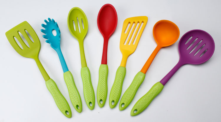 Low price of multiple function kitchen utensil set manufactured in China
