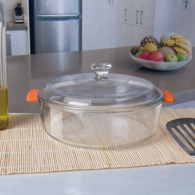 Round borosilicate glass casserole with glass lid and silicone handle