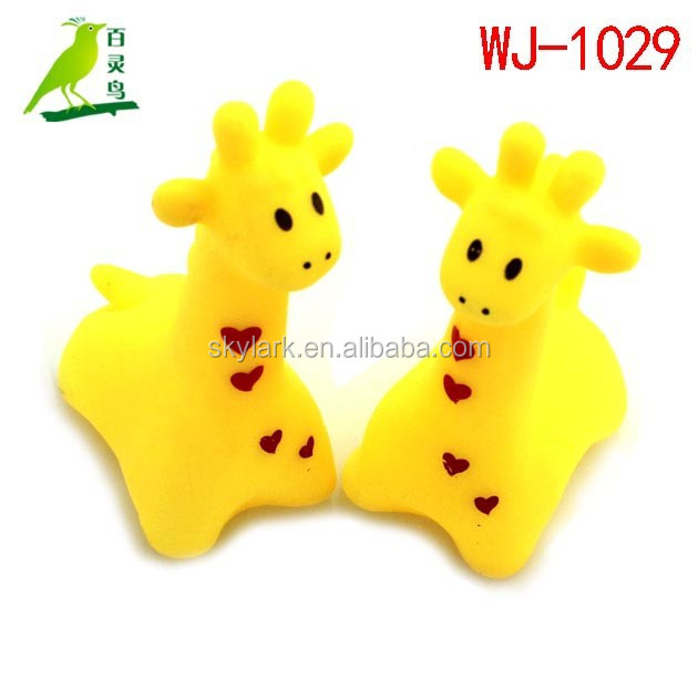 promotional rubber giraffe baby toys whistle baby shower toys