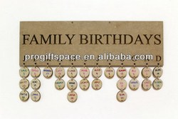 2018 hot sell handmade natural Wooden hanging family birthday board/wooden Christmas gift in China