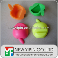 New Yipin Creative Design Silicone Stand Silicone Fruit Holder Mobile Phone Bracket on the Table