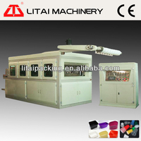 Automatic plastic food contianer forming machine