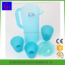 Plastic 2.0L cold juice pitcher with handle ,lid and 4 cups