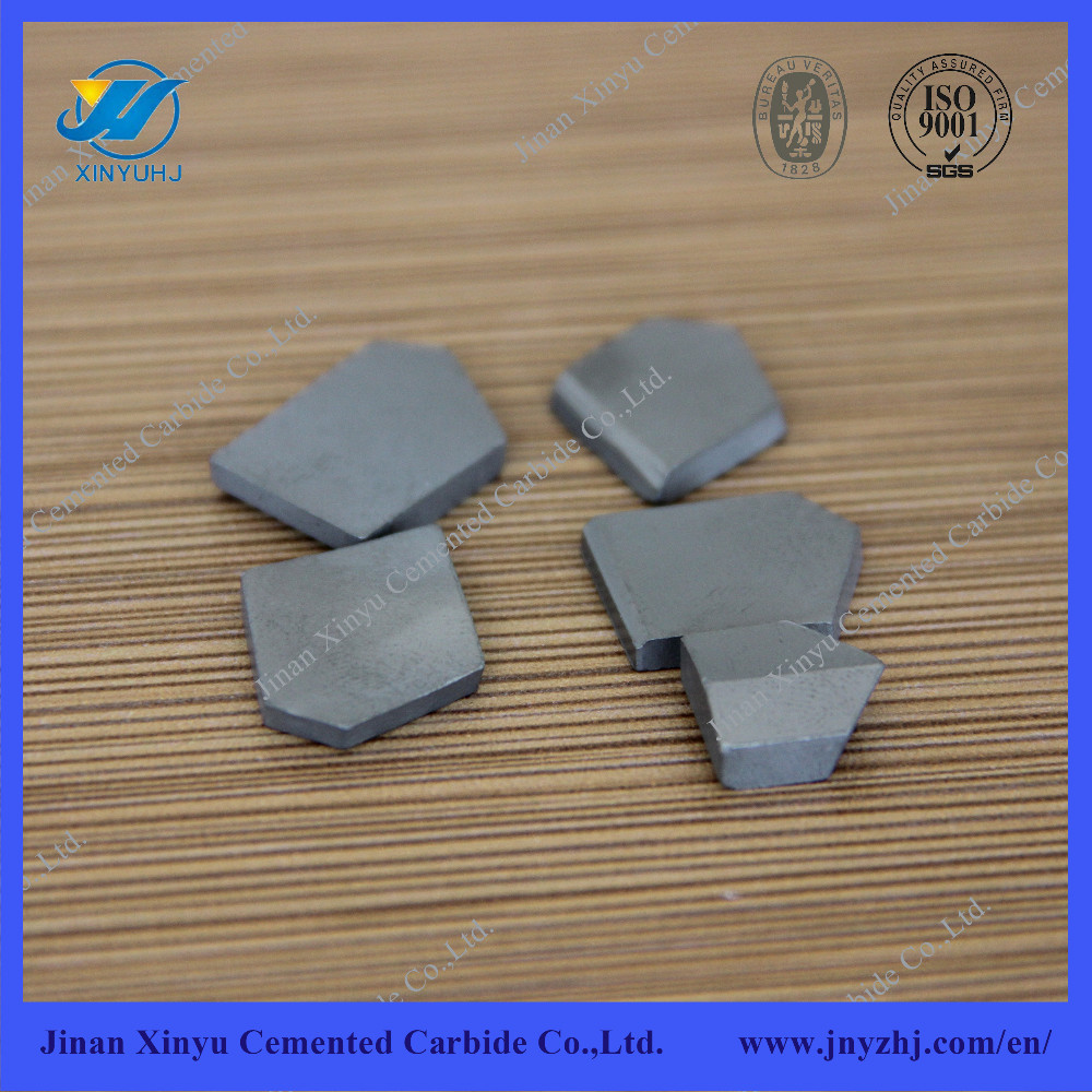 Cemented carbide cutting inserts for drilling bit
