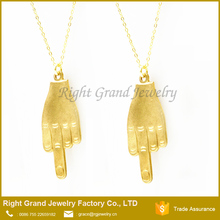 Latest Saudi Middle Finger Jewelry Necklace Gold Pendant Designs Men