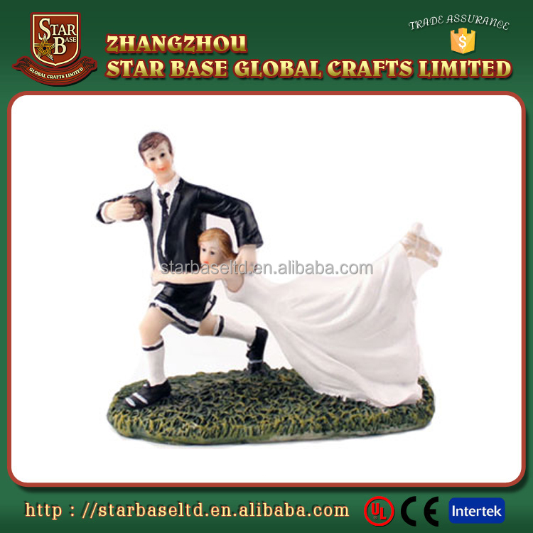 Custom funny football bride and groom figurines resin wedding anniversary souvenirs