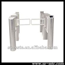 Swing tourniquet automatique swing gate