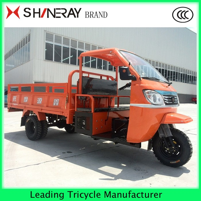 Semi-closed cargo tricycle