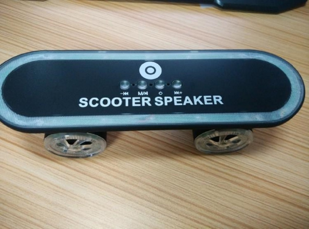 New design skateboard shaped bluetooth speaker for adults and kids