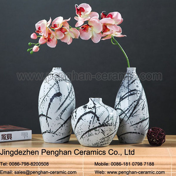 Chinese modern home goods decorative imitate ceramic eiffel tower vase