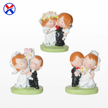 Wholesale resin wedding souvenirs custom bride and groom figurines wedding gifts for guests