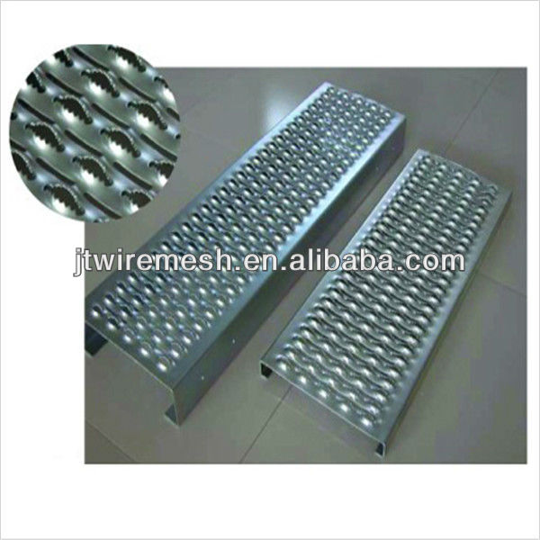hot sale and sample free galvanized checkered plate/aluminum checker plate tool with all kinds of hole shape(China Manufacturer)