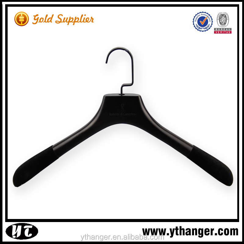 New high-end customize anti-slip wood hanger flocked with non-slip velvet shoulder