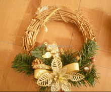 2017 China Made Christmas Heart and Round Shaped Straw Wreaths with Bells and Red Bow