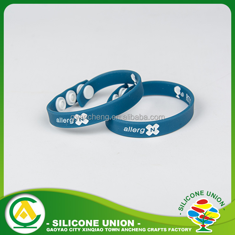 Famous Logo silk screen print promotional customized silicone bracelet