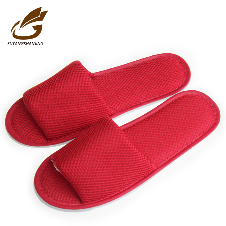 5 Star Hotel Amenities New Design Cheap Oem Embroidered Wedding Hotel Slippers
