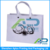High quality 250 gsm white art paper gift bag with silk ribbon handle , white paper bag matt lamination