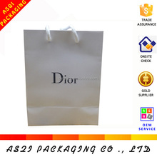 2017 alibaba china newest high quality unique customized retail luxury brand cometic paper packing bag with logo