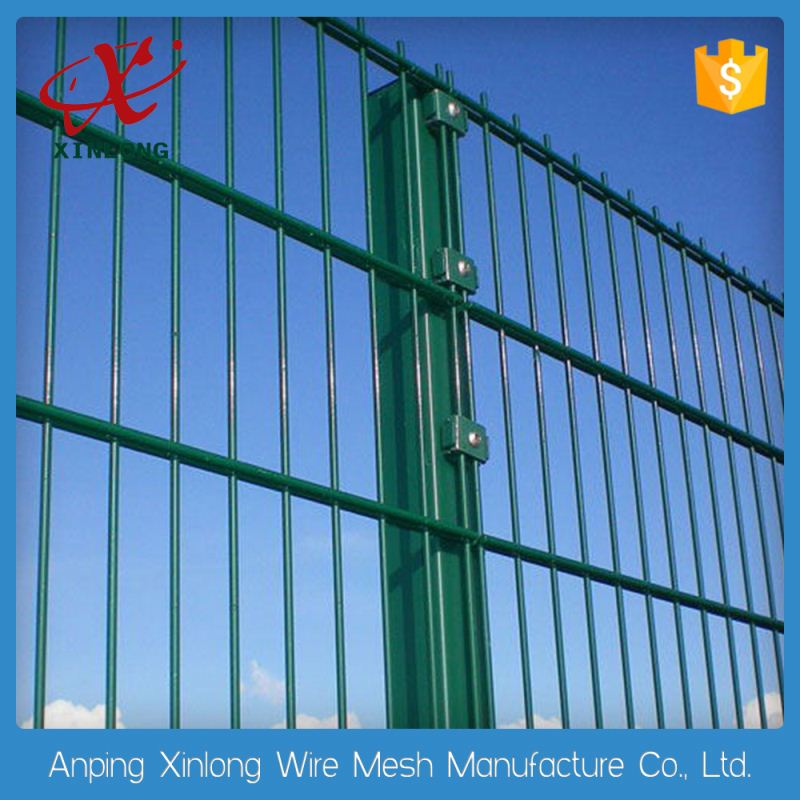 Double horizontal high fastening wire mesh fence