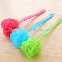2014 Cheap plastic long handle puff mesh bath sponge for body wash