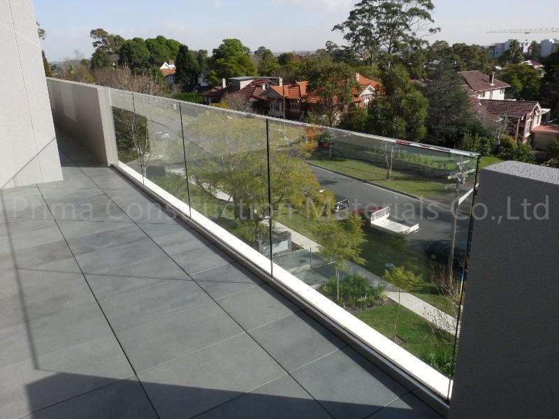 Ext rieur en aluminium balustrade en verre avec main for Balustrade aluminium exterieur