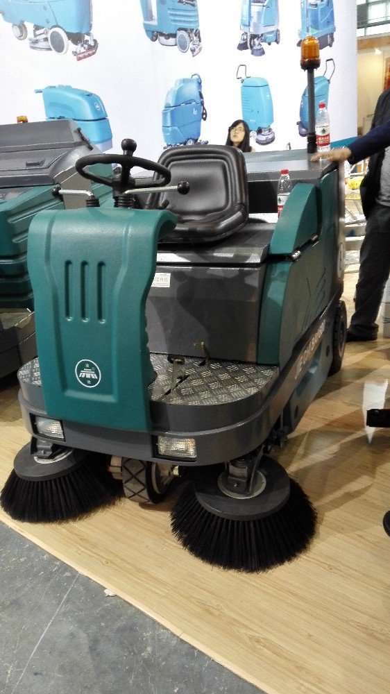 SDK1600 CE battery powered ride-on electric sand sweeper