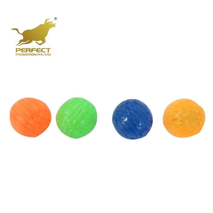 4.7cm non-toxic rubber LED 2 lights red and blue Flashing Beehive shape Flexible aroma Soft Bouncing Ball Pet toys YX000545