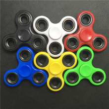 High Quality! Popular Toy! Factory Direct Sales Fidget Plastic Triangle Hand Spinner With Retail Pakage