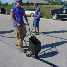 Cold Pourable Asphalt Crack Filler for Pavement Cracks Repair / Easy to Use
