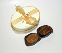 Fashionable small oval shaped paper gift boxes for candy or 2pcs of chocolates