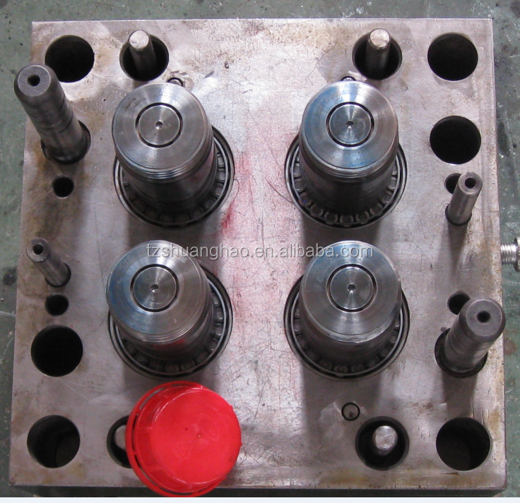 Famous plastic engine oil cap mold with product production