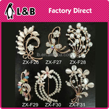 China supplier cheap wholesale zinc alloy magnetic artificial flower rhinestone brooch